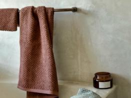 Handtücher Dots Mud Rose von Yumeko